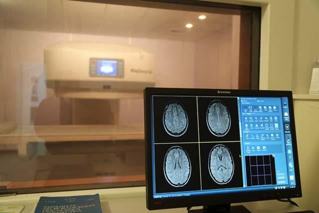 risonanza magnetica aperta scansione encefalo